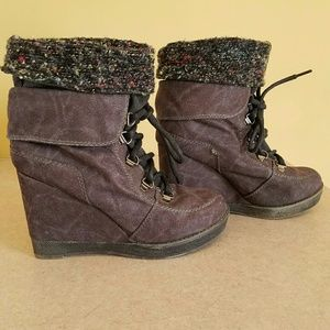 Shi/ suede wedge booties